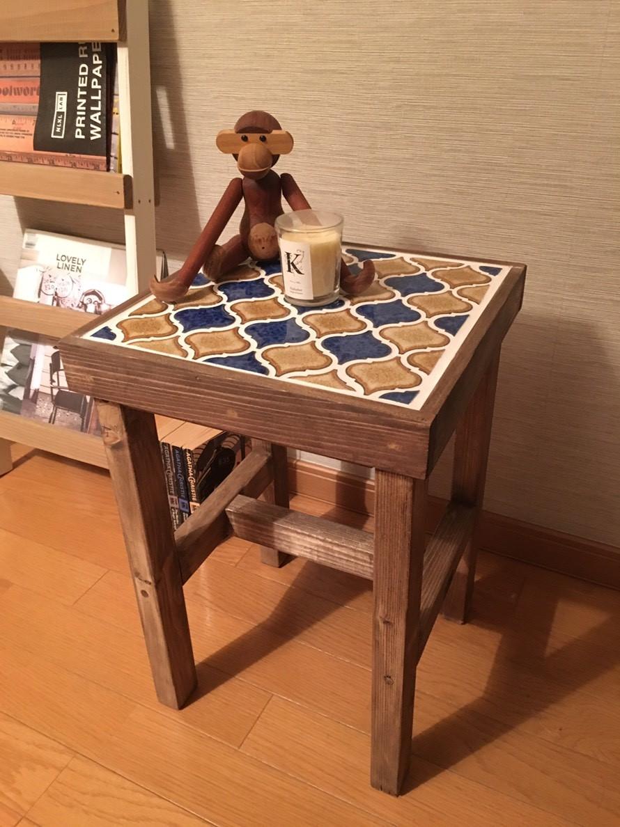サイドテーブルにもなるタイル張りスツールランタン Blue&Brown