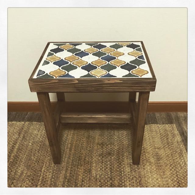 サイドテーブルにもなるタイル張りスツールランタンワイド ミックス